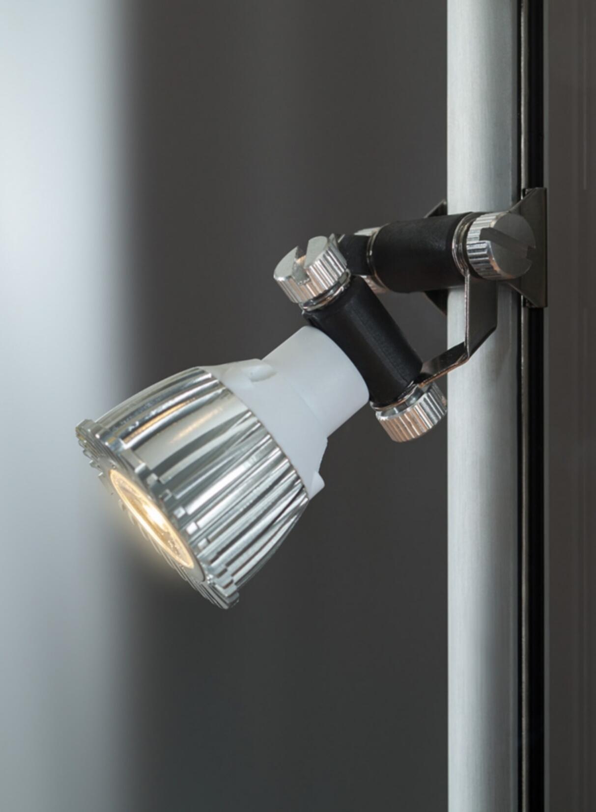 eckvitrine nl eck 115 silber mit led deckenbeleuchtung und inkl 4 seitlichen led spots. Black Bedroom Furniture Sets. Home Design Ideas
